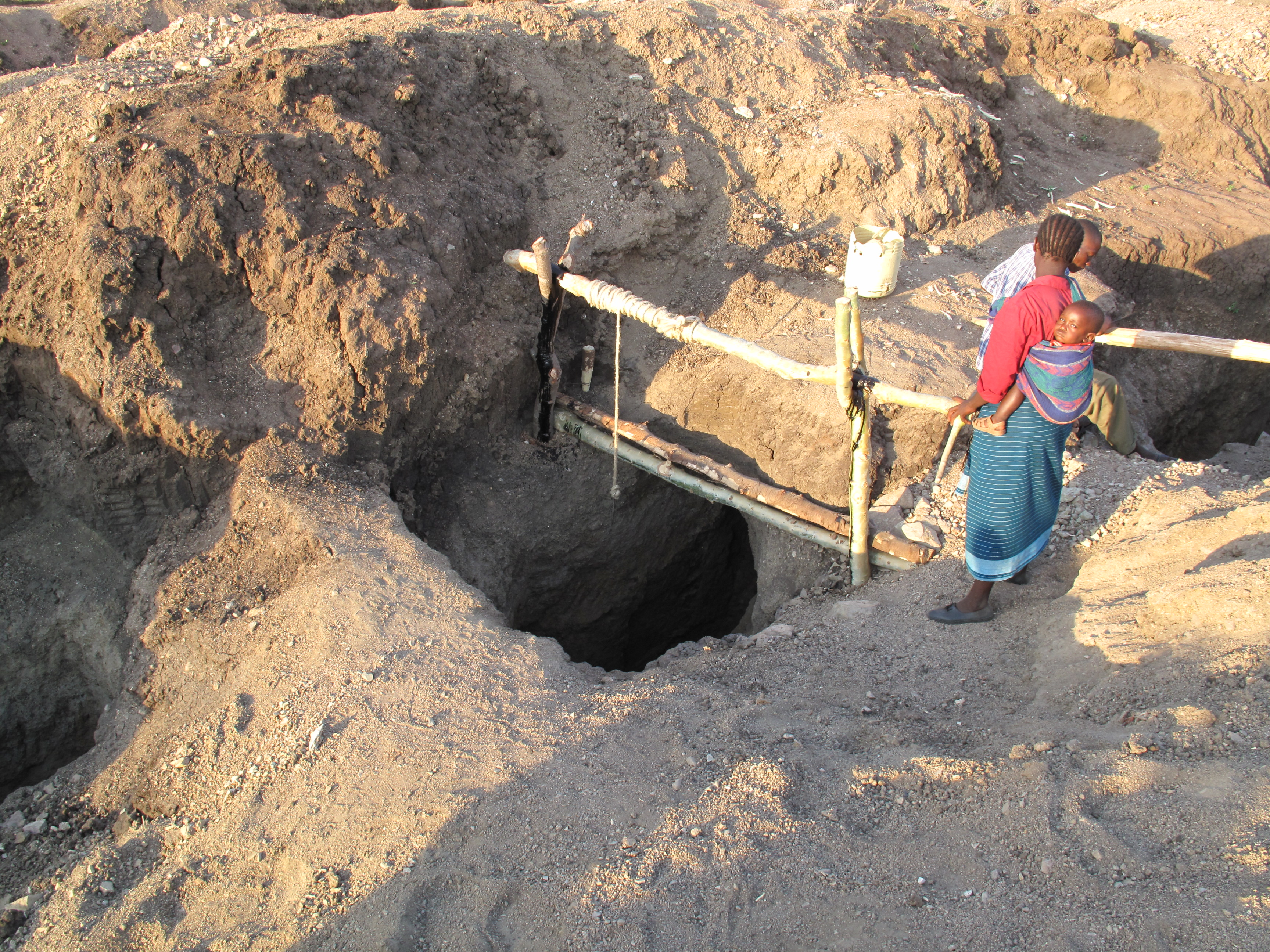 Small Mine Development : Small scale gold mining in bunda experience rural